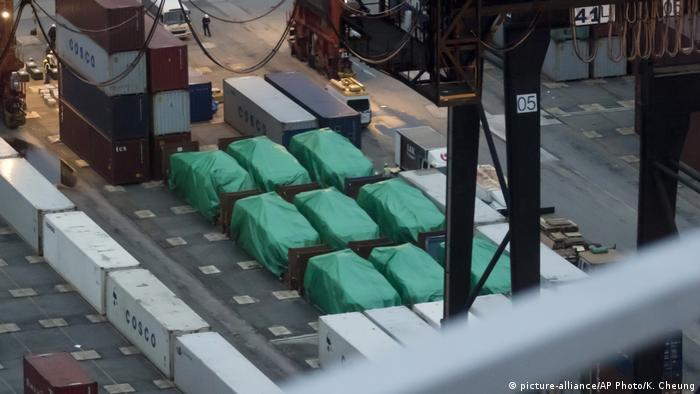 Hongkong Schiffsladung mit Panzern Richtung Singapur festgesetzt (picture-alliance/AP Photo/K. Cheung)