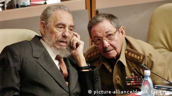 Kuba Fidel und Raul Castro (picture-alliance/dpa/A. Ernesto)