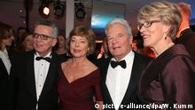 Thomas de Maiziere with his wife Martina and Joachim Gauck with his partner Daniela Schadt at the German Press Ball 2016 (picture-alliance/dpa/W. Kumm)