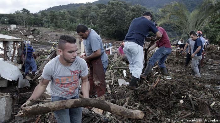 La Corte Internacional de Justicia de La Haya(CIJ) dictaminó que Nicaragua indemnice a Costa Rica con casi 400.000 dólares por daños ambientales, tras la ocupación militar de una isla deshabitada en una zona limítrofe. (2.02.2018).