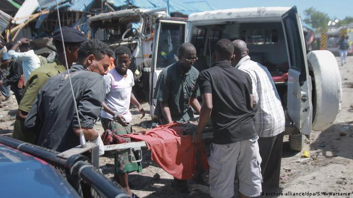 Somalia Autobombenanschlag in Mogadischu (picture-alliance/dpa/S. Y. Warsame)