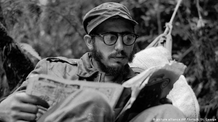 Фидель Кастро в лагере повстанцев