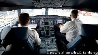 Пилоты Lufthansa внутри Airbus A380