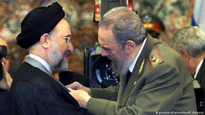 Kuba Fidel Castro verleiht Chatami Orden (picture-alliance/dpa/N. Barroso)