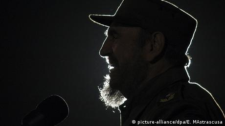 Kuba Fidel Castro (picture-alliance/dpa/E. MAstrascusa)