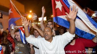USA Exil-Kubaner jubeln nachdem Fidel Catro gestorben ist (picture alliance/dpa/G. De Cardenas)