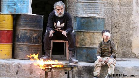 Aleppo verletztes Kind und Mann in von rebelen besetztem Gebiet (REUTERS/A. Ismail)
