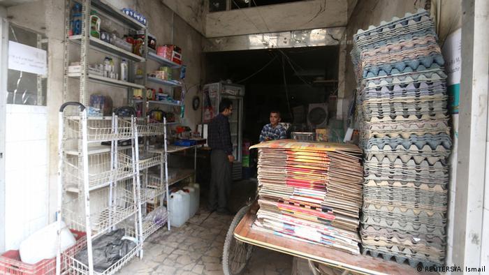 Aleppo Zivilisten im Lebensmittelgeschäft (REUTERS/A. Ismail)