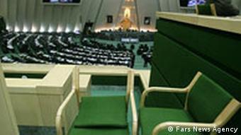 یکی از نمایندگانمجلس شورای از ارتباط ۱۰ نماینده مجلس با اختلاس ۳ هزار میلیارد تومانی خبر داده است