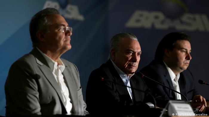 Brasilien | Senatsvorsitzender Renan Calheiros, der brasilianische Präsident Michel Temer und der brasilianische Kammerpräsident Rodrigo Maia bei einer Pressekonferenz im Planalto Palace in Brasilia