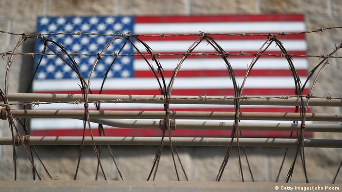Американский флаг в тюрьме на Гуантанамо