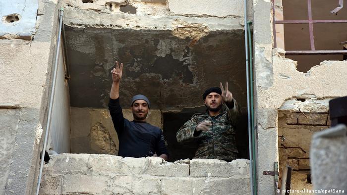 Syrien Syrische Soldaten in Masaken Hanano (picture-alliance/dpa/Sana)