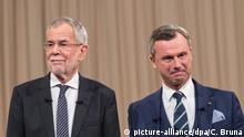 27.11.2016 +++ Austrian right wing Freedom Party (FPOe) top candidate Norbert Hofer (R) and top candidate Alexander Van der Bellen, supported by The Greens, pose for photographs ahead of a television debate in Vienna, Austria, 27 November 2016. he repeat of the Austrian Presidential election runoff will take place on 04 December 2016. EPA/CHRISTIAN BRUNA |