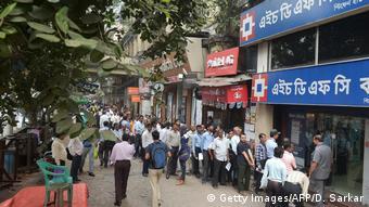Crowd at a bank in Kolkata (Getty Images/AFP/D. Sarkar)
