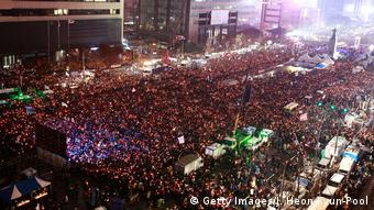 Großdemonstration in Seoul gegen Park (Getty Images/J. Heon-Kyun-Pool)