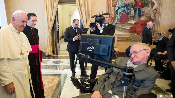 Vatikan Papst Franziskus empfängt Stephen Hawking (REUTERS)