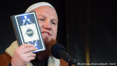 Salafisten-Kundgebung in Pforzheim (picture-alliance/dpa/U. Deck)