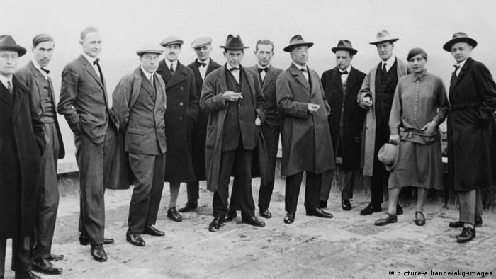 Group picture of Bauhaus instructors 1926 (picture-alliance/akg-images)