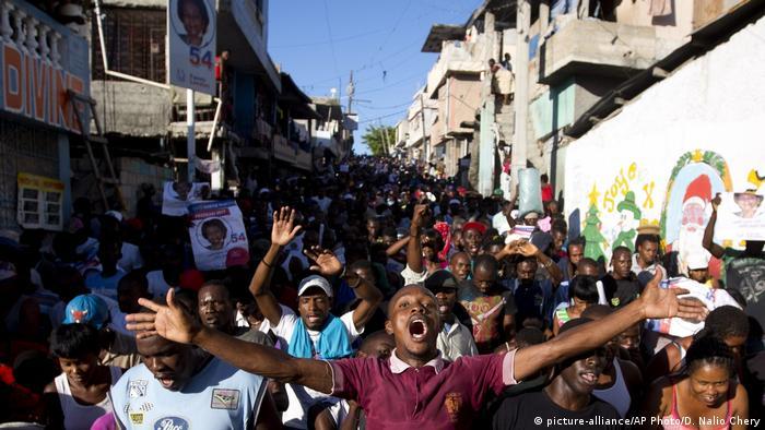 Haiti Wahlen- Proteste wegen Wahlergebnisse (picture-alliance/AP Photo/D. Nalio Chery)