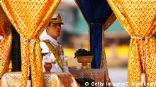 ARCHIV 2007 ++++ BANGKOK, THAILAND - NOVEMBER 5: Thai Crown Prince Vajiralongkorn sits on the Royal Barge on the Chao Phraya river during the Royal celebrations on November 5, 2007, in Bangkok, Thailand. Thailand's magestic royal barge procession, held to celebrate King Bhumibol Adulyadej's coming 80th birthday, swept along the Chao Phraya river without him. King Bhumipol, The world longest reigning monarch, has been in hospital since October 13 after suffering a blood clot in his brain. (Photo by Chumsak Kanoknan/ Getty Images)