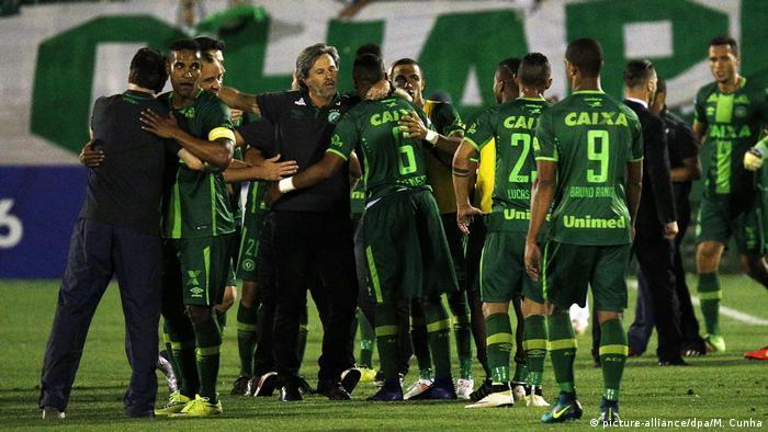 cbe923b57 Brasilien Fußball Mannschaft CHAPECOENSE (BRA) (picture-alliance dpa M.