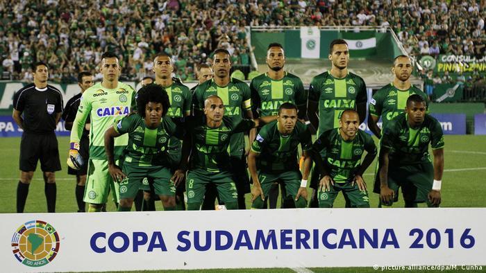 Brasilien Teamfoto AF Chapecoense (picture-alliance/dpa/M. Cunha)