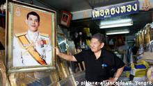 29.11.2016 +++ A Thai shop owner adjusts a framed photograph of Thai Crown Prince Maha Vajiralongkorn at a royal authorized memorabilia shop in Bangkok, Thailand, 29 November 2016. Thailand's National Legislative Assembly (NLA) invited Crown Prince Maha Vajiralongkorn, 64, to become the country's new monarch, the 10th King of the Chakri Dynasty, on 29 November 2016. The prince is due to succeed his father, late Thai King Bhumibol Adulyadej, the world's longest reigning monarch, who died at the age of 88 in Siriraj hospital on 13 October 2016. EPA/RUNGROJ YONGRIT +++(c) dpa - Bildfunk+++
