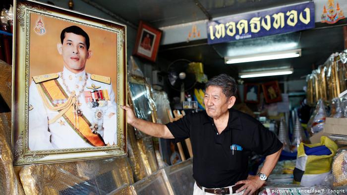 Thailand Kronprinz Maha Vajiralongkorn wird König (picture-alliance/dpa/R. Yongrit)