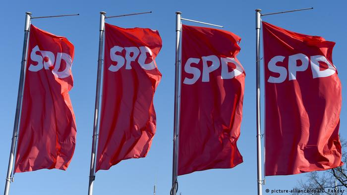 SPD Fahnen (picture-alliance/dpa/C. Rehder)