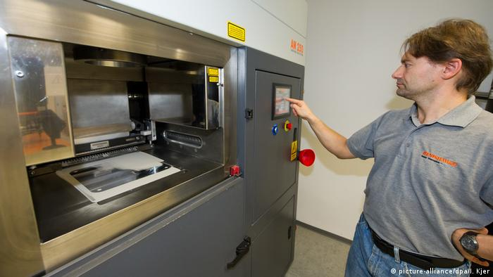 3D-Metall-Drucker (picture-alliance/dpa/I. Kjer)