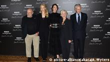 29.11.2016, Paris Uma Thurman, Nicole Kidman, Helen Mirren, Peter Lindbergh and Marco Tronchetti Provera (CEO Pirelli) attending the press conference for the 2017 Pirelli Calendar by Peter Lindbergh at Hotel Salomon de Rothschild in Paris, France on November 29, 2016. Photo by Alban Wyters/ABACAPRESS.COM |