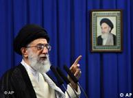 به گفته آیتالله خامنهای، بسیاری از علوم انسانی مبتنی بر فلسفههایی است که مبانی آنها مادیگری و بیاعتنایی به تعالیم الهی و اسلام است