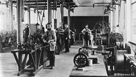 Siemens workers in Charlottenburg, now part of Berlin (Siemens AG)
