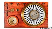 ***Bild nur mit der abgeklärten Berichterstattung verwenden*** Mitte des 19. Jahrhunderts bot die Elektrizität die Chance, die Übertragung von Nachrichten grundlegend zu revolutionieren. Werner von Siemens erkannte diese Möglichkeit und konstruierte 1846 einen elektrischen Zeigertelegrafen, der zuverlässig arbeitete und den bisherigen Apparaten dieser Art überlegen war. Mit dieser Innovation war der Grundstein für die Telegraphen-Bauanstalt von Siemens & Halske gelegt, die er am 1. Oktober 1847 gemeinsam mit dem Feinmechaniker Johann Georg Halske in Berlin gründete. In the mid-19th century, electricity made it possible to profoundly revolutionize communications. Recognizing the importance of this development, Werner von Siemens designed and built an electric pointer telegraph that worked reliably and was superior to earlier devices of the kind. This innovation was the basis for Telegraphen-Bauanstalt von Siemens & Halske, which he founded in Berlin on October 1, 1847, together with precision mechanic Johann Georg Halske.
