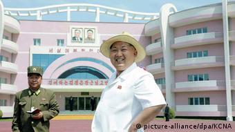 Nordkorea Besuch Kim Jong-Un Weisenhaus (picture-alliance/dpa/KCNA)