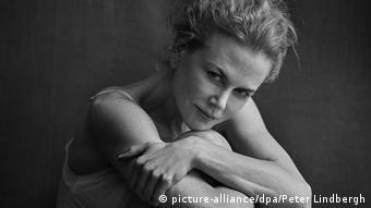 Pirelli Kalender 2017 Nicole Kidman in einer Schwarz-Weiß-Aufnahme (picture-alliance/dpa/Peter Lindbergh)