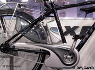 Съемная батарея между рамой и задним колесом
