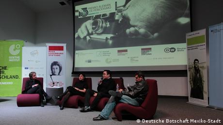 Carmen Aristegui y los ganadores del PAPWR 2016.
