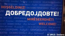 Mazedonien Begrüßungsplakatwand im Flughafen Skopje