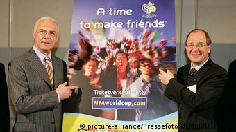 Deutschland Beckenbauer und Linsi vor WM 2006 Plakat
