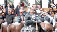 Aborigines protesting outside Parliament in Canberra (picture-alliance/AP Photo/R. McGuirk)