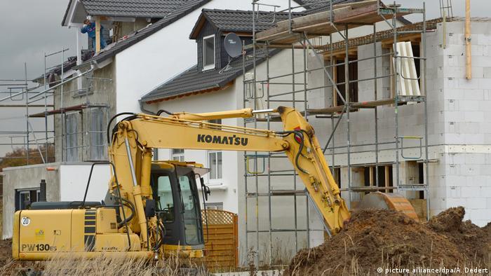 Дефицит кадров в сфере строительства