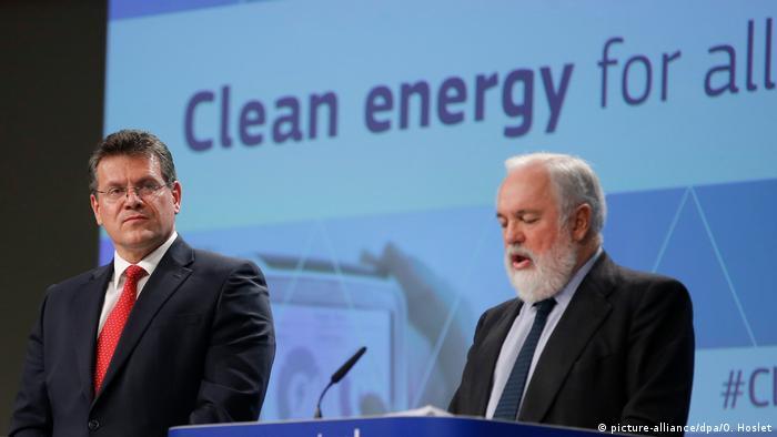 Заместитель председателя Еврокомиссии Марош Шевчович и комиссар ЕС по энергетике Мигель Ариас Каньете