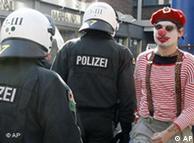 Građani ni lijevo ni desno, nego mirno prosvjedovali uz karnevalsku glazbu