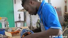 Senegal DW-Dreharbeiten - Hinterbliebene von Flüchtlingen in Thiaroye-sur-mer (DW/G. Vollmer)