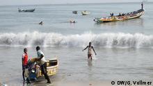 Senegal DW-Dreharbeiten - Hinterbliebene von Flüchtlingen in Thiaroye-sur-mer (Rechte: DW/G. Vollmer)