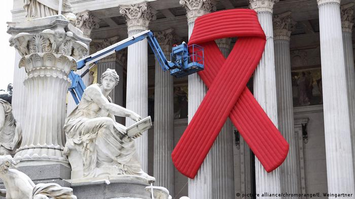 Welt-Aids-Tag 2016 (picture alliance/chromorange/E. Weingartner)