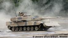 Kampfpanzer Leopard (picture-alliance/dpa/C. Niesner)