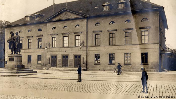 Weimar Hoftheater around 1900 (picture-alliance/akg-images)