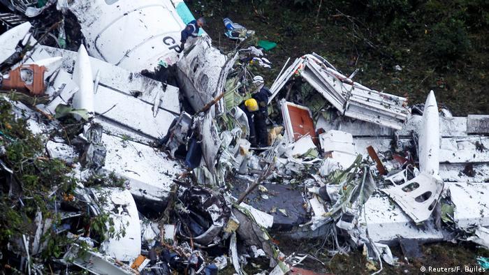 Kolumbien Absturzstelle des LaMia Flugzeugs (Reuters/F. Builes)